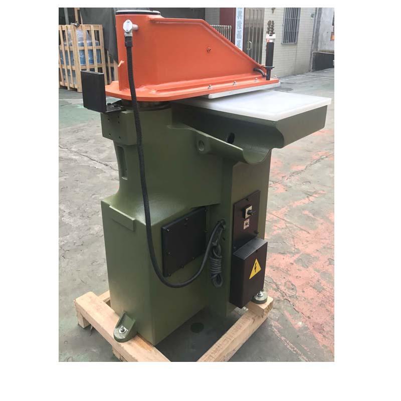 использованный восстановленный автомат для резки ATOM для кожаных ботинок и сумок